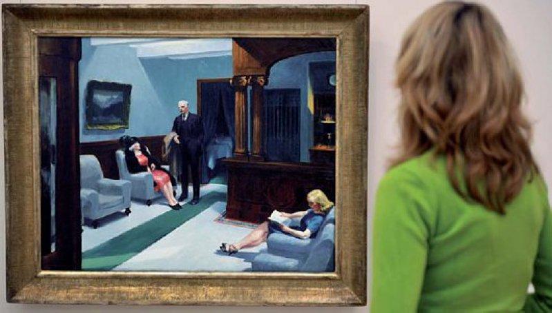 """Edward Hopper ist für eine Realismusausstellung unentbehrlich.Sein Großstadtgenre-Bild """"Hotel Lobby"""" aus dem Jahr 1943 wurde aus den USA ausgeliehen. Foto: dpa"""