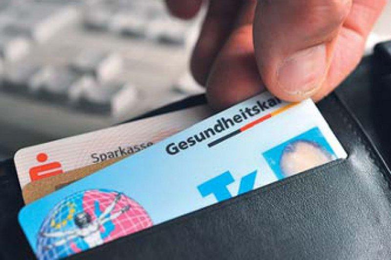 Mindestens zehn Prozent der Versicherten sollen bis Ende 2011 eine elektronische Gesundheitskarte haben. Foto: dpa