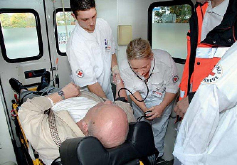 Noch häufig Realität: Die Fahrt von schwerstkranken Patienten in eine Klinik, obwohl sie gern zu Hause versorgt werden würden. Foto: DRK Kreisververband Göppingen