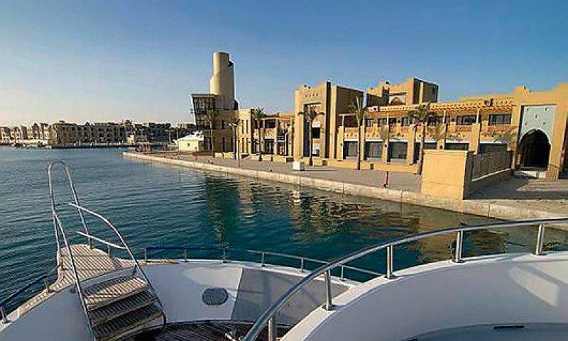 Platz für 1 000 Schiffe: der Hafen der Kunststadt Port Ghalib. Foto: picture alliance
