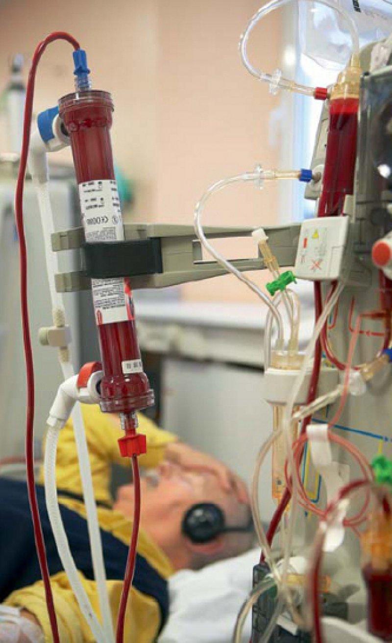 Künstliche Blutwäsche: Der Anteil der dialysepflichtigen Menschen an der Bevölkerung nimmt in Europa rasch zu – und damit auch die Anzahl potenzieller Nierenempfänger. Foto: mauritius-images
