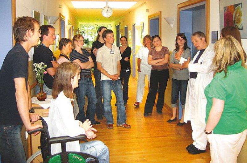 Palliativmedizin vor Ort: Die Arbeitsgemeinschaft Palliativmedizin organisiert für Studenten Besuche auf Hospizstationen.