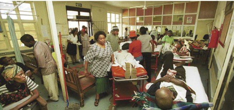 Baragwanath-Hospital im südafrikanischen Johannesburg: Das Arbeitstempo in diesem Mega-Hospital ist deutlich höher als in Deutschland, die Verantwortung für den PJler auch. Foto: vario images