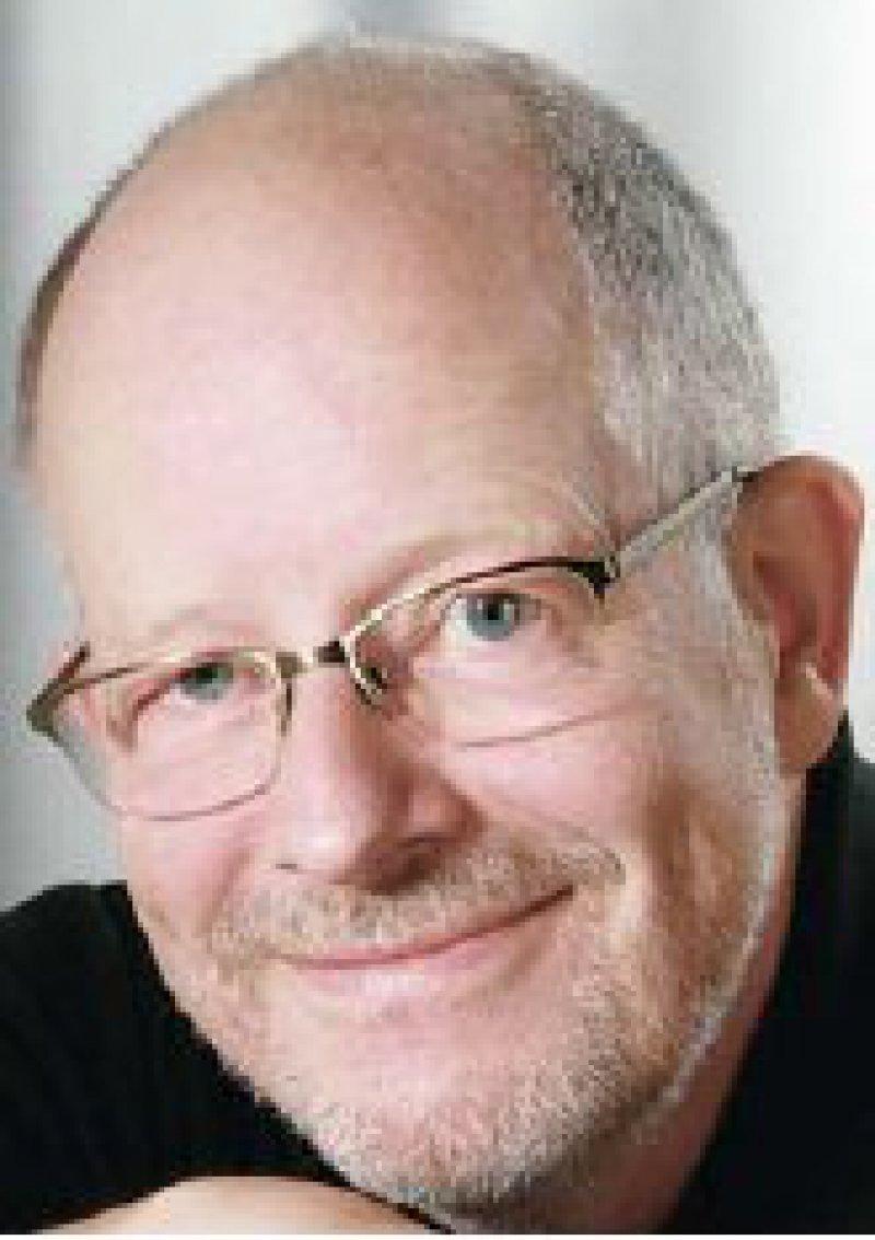 """Günter Ollenschläger, Jahrgang 1951, promovierter Pharmazeut und Arzt, apl. Professor an der Medizinischen Fakultät der Universität zu Köln, war von 1990 bis 1995 in der BÄK für die Bereiche """"Fortbildung, Präventivmedizin und Gesundheitsförderung"""" zuständig. 1995 übernahm er die Leitung des ÄZQ. Dort initiierte er unter anderem das NVL-Programm. Foto: ÄZQ"""