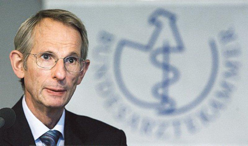 Er spricht für die 413 700 Ärztinnen und Ärzte in Deutschland: Jörg-Dietrich Hoppe, Präsident der Bundesärztekammer. Foto: dpa