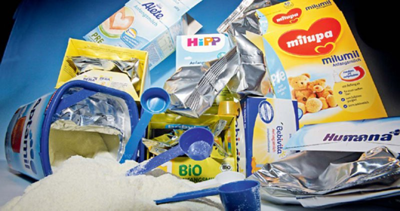 Hersteller und Händler dürfen keine Proben von Säuglingsnahrung direkt oder indirekt an Familien abgeben. Foto: mauritius images