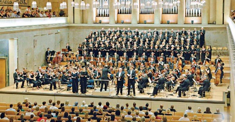 Im fast ausverkauften Herkulessaal der Münchener Residenz führten der Deutsche Ärztechor und das Bayerische Ärzteorchester am 5. Juni Verdis Requiem auf. Foto: Matthias Wagner