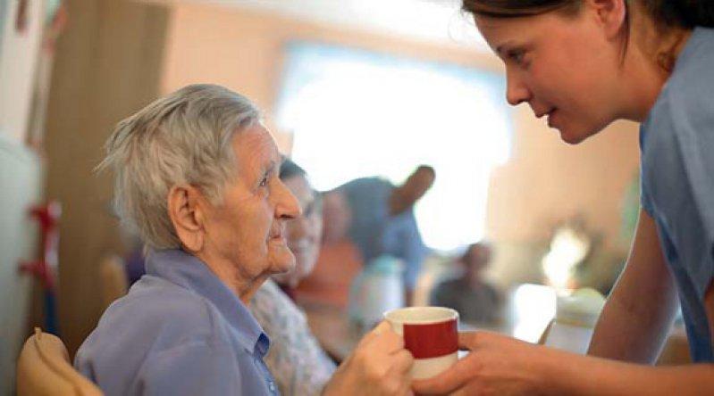 Die Versorgung Demenzkranker soll sich mit der Pflegereform verbessern. Foto: mauritius images