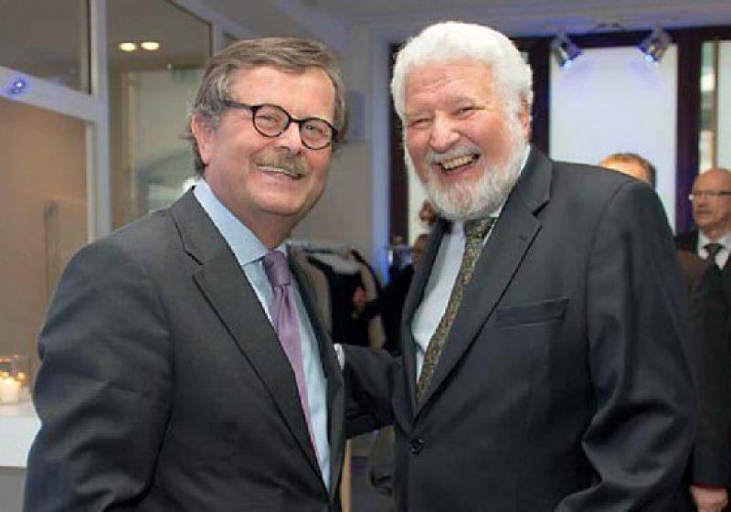 Glückwünsche vom Bundesärztekammerpräsidenten (links) für den Bundespsychotherapeutenkammerpräsidenten (rechts). Foto: BPtK
