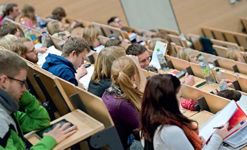 Die Universitäten können Psychologiestudium und Psychotherapeutenausbildung aufeinander abstimmen. Foto: picture alliance