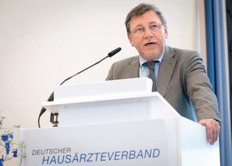 """""""Mal eben 300 Millionen Euro zusätzliche Mittel für die Krankenhäuser"""" – Ulrich Weigeldt kritisierte die ungleiche Behandlung von Kliniken und Hausärzten. Foto: Heike Günther"""