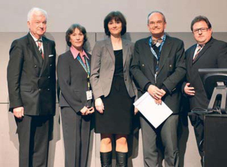 Jürgen F. Riemann, Elisabeth Wienbeck, Jutta Keller, Thomas Frieling (in Vertretung für Michael Schemann) und Michael Müller (von links). Foto: Shire Deutschland GmbH