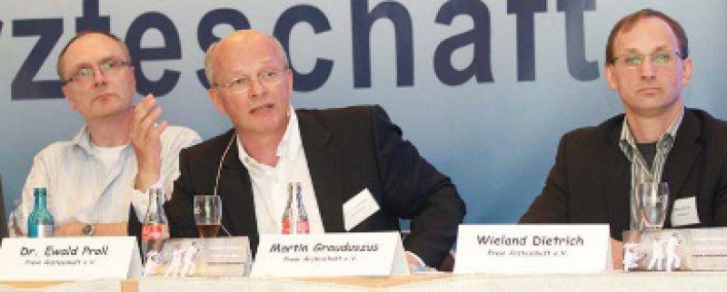 Martin Grauduszus (Mitte) kämpft für den Erhalt der Freiberuflicheit. Die Freie Ärzteschaft tagte eine Woche vor Beginn des Ärztetages in Nürnberg. Foto: Susanne Mies