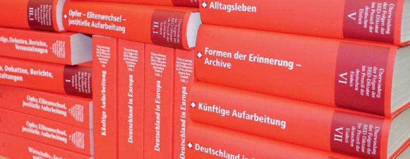 Auf 30 000 Seiten trugen zwei Enquetekommissionen eine unglaubliche Fülle an Fakten über das DDRSystem zusammen. Foto: Stiftung Aufarbeitung