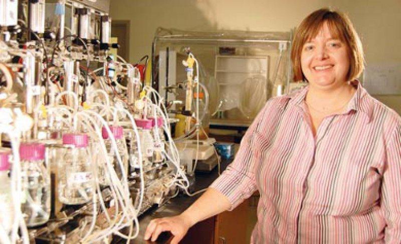 Wissenschaftler wie die Mikroökologin Dr. Emma Allen-Vercoe im Labor der University of Guelph, Kanada, untersuchen, ob es eine bakterielle Ursache für Autismus gibt.