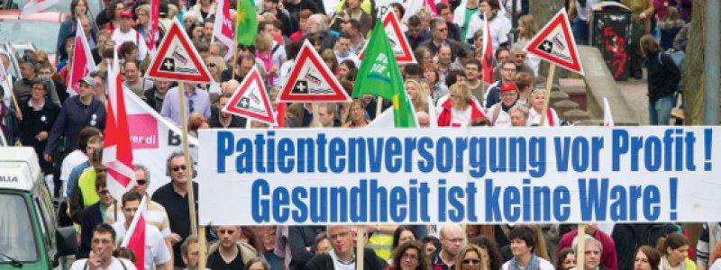 Protest gegen den Stellenabbau: Mehr als 1200 Menschen demonstrierten Mitte März in der Innenstadt von Marburg. Foto: dpa