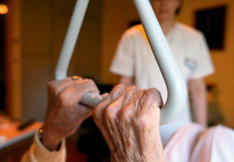 """""""Das Ansprechen von Fehlverhalten ist keine Denunziation, sondern kollegiale Hilfe."""" Roscha Schmidt, Caritas-Altenhilfe. Foto: dpa"""