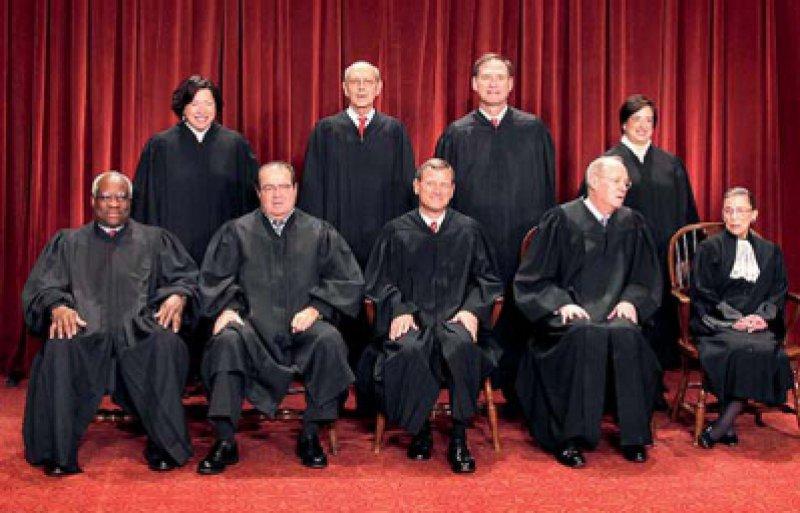 Die Mitglieder des Supreme Court: Von ihrem Urteilsspruch hing auch das weitere politische Schicksal Obamas ab.