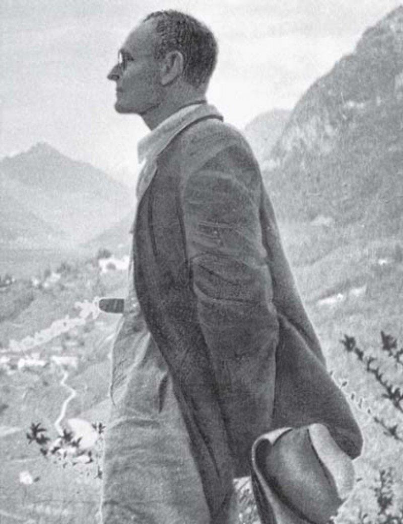 Hermann Hesse im Jahr 1930 bei einer Wanderung im Tessin. Foto: SZ-Photo