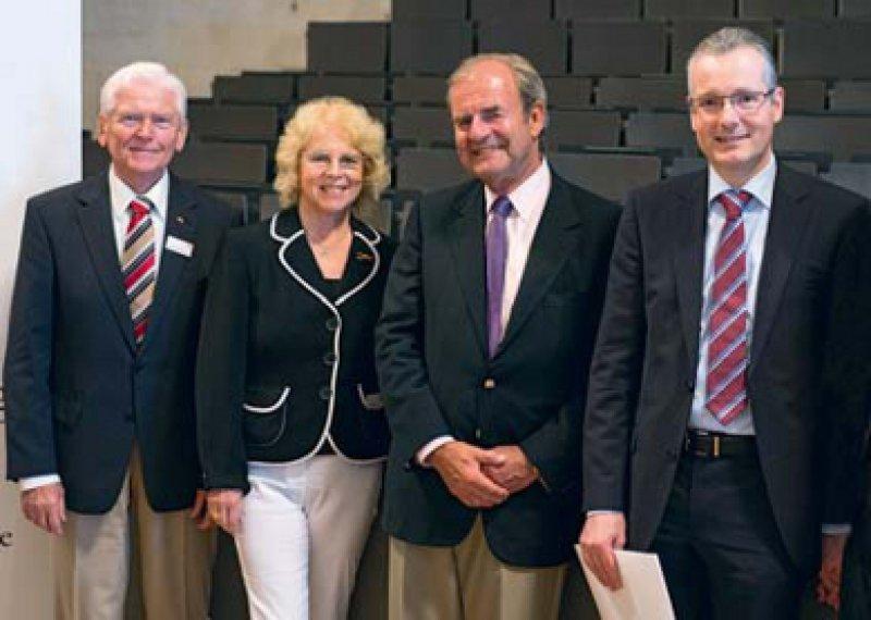 Wilhelm P. Winterstein, Ursula Winterstein, Thomas Meinertz und Stephan Gielen(von links). Foto: Andreas Malkmus/Deutsche Herzstiftung