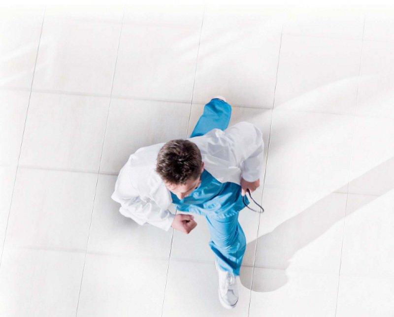 Paradox: Die Ärzte sollen mobil sein, werden aber bestraft, wenn sie es sind. Foto: mauritius images
