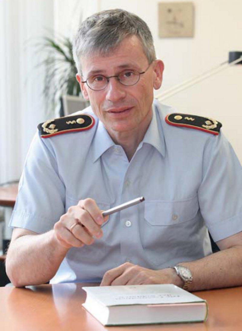 Dr. med. Stephan Schoeps (54) ist Unterabteilungsleiter in der Abteilung Führung Streitkräfte im Bundesverteidigungsministerium. Foto. Eberhard Hahne