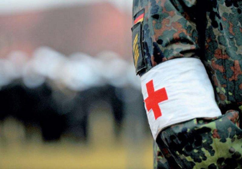 Der Sanitätsdienst hat zu wenig Personal. Es fehlen zum Beispiel Notfallmediziner für Auslandseinsätze. Foto: dpa