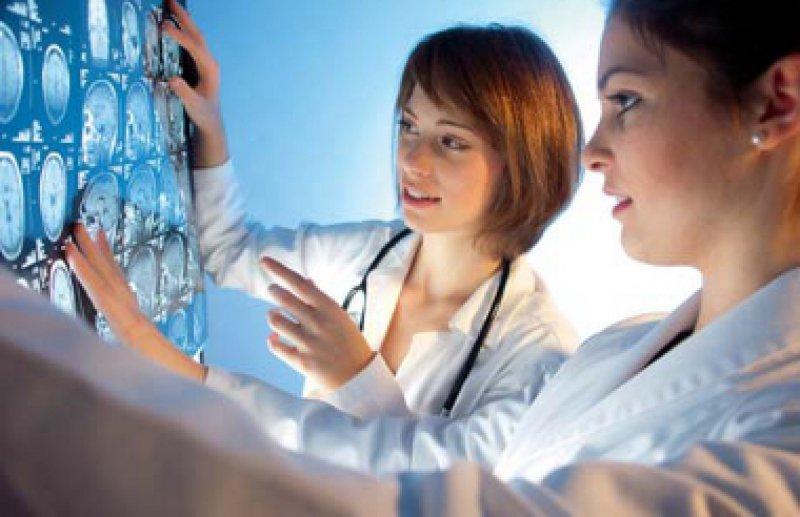 Ärztinnen in der Weiterbildung: Wer sich für Kinder entscheidet, hat beruflich häufig Nachteile. Foto: Fotolia