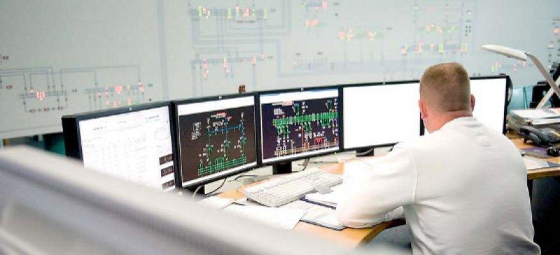 Blick in die zentrale Netzleitstelle des Energieversorgers Vattenfall in Berlin. Foto: dpa
