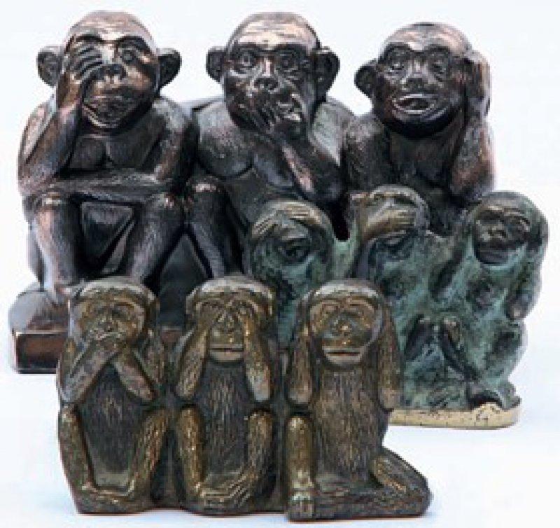 """""""Drei Affen"""". Unterschiedliche Skulpturen aus den 50er und 60er Jahren des 20. Jahrhunderts Foto: Eberhard Hahne"""