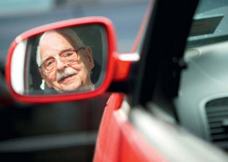 Augenärzte warnen vor Gefahren im Straßenverkehr durch Sehstörungen, die mit dem Alter erheblich zunehmen. Foto: dpa