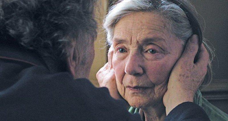 """Georges (Jean-Louis Trintignant) und Anne (Emmanuelle Riva) in einer Szene des mit der Goldenen Palme prämierten Films """"Liebe"""". Foto: dpa"""
