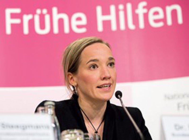 Bundesfamilienministerin Kristina Schröder will mit dem Geld vor allem den Einsatz von Familienhebammen fördern. Foto: dpa