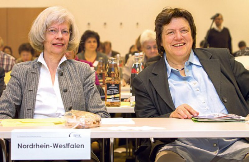 Wollen sich für eine sachgerechte Bedarfsplanung einsetzen: Monika Konitzer, Präsidentin der Psychotherapeutenkammer NRW (links), und Marlis Bredehorst, Staatssekretärin im Gesundheitsministerium. Fotos: Bundespsychotherapeutenkammer