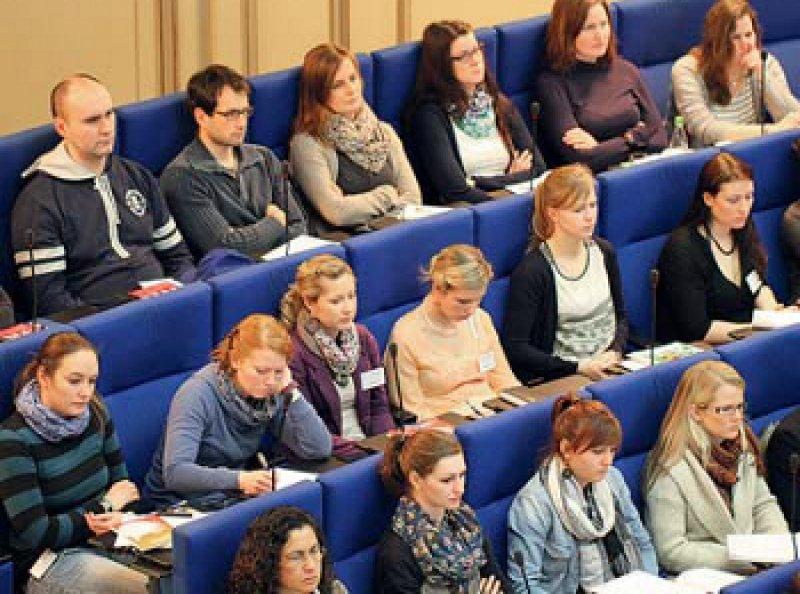 """Etwa 400 Studierende nahmen am Kongress """"Hammerexamen und Karriere"""" teil. Foto: BDC/Jonas Dittmar"""