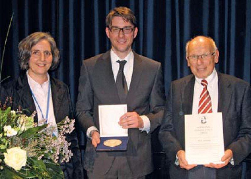Susanne Kraemer, Timo Vloet und Martin H. Schmidt (von links), Foto: Hermann-Emminghaus-Preis
