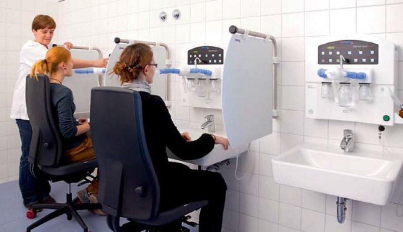 Patientinnen bei der Therapie im Homburger Inhalatorium. Foto: Universitätsklinikum des Saarlandes