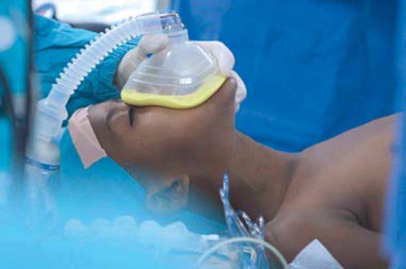 Nur durch eine Operation am offenen Herzen kann das Leben der kleinen Patienten gerettet werden. Foto: ARTE/Kief Davidson