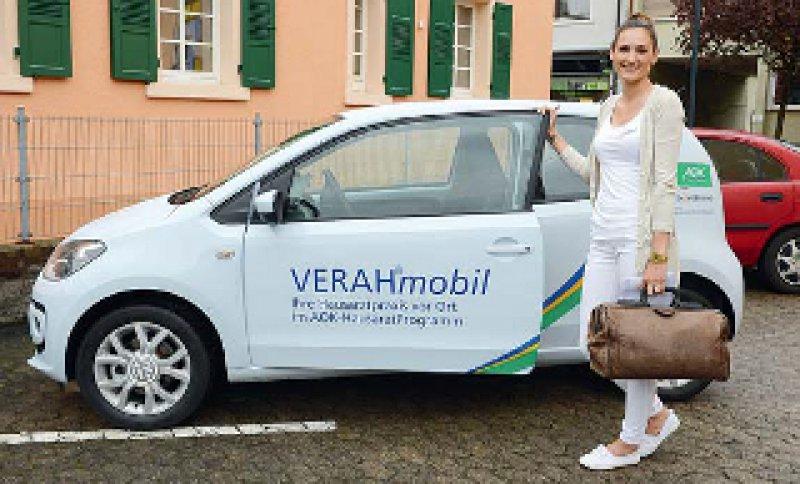 """Die """"Verahs"""" in Baden-Württemberg können ihre Hausbesuche künftig mit von der AOK gesponserten Autos machen. Foto: AOK Baden-Württemberg"""