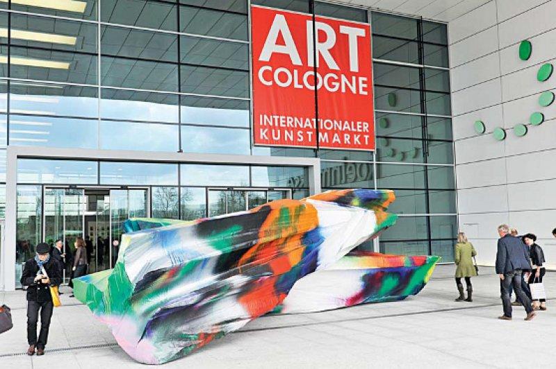 Mehr als 55 000 Besucher verzeichnete die diesjährige 47. Art Cologne. Damit hat sich die Kunstmesse endgültig von ihrer schweren Krise erholt. Foto: Koelnmesse GmbH