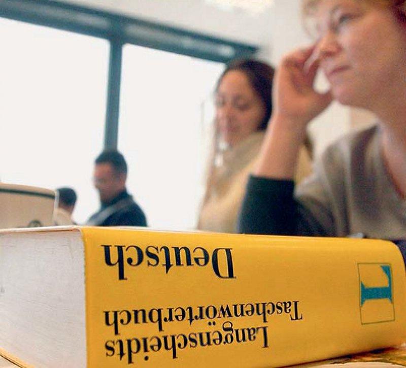 Gute Sprachkenntnisse sind für den Umgang mit Patienten und Kollegen unerlässlich. Foto: dpa