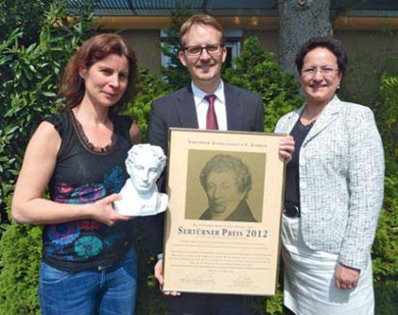 Esther Pogatzki-Zahn, Till Sprenger, Ingrid Spohr (von links), Foto: Mundipharma