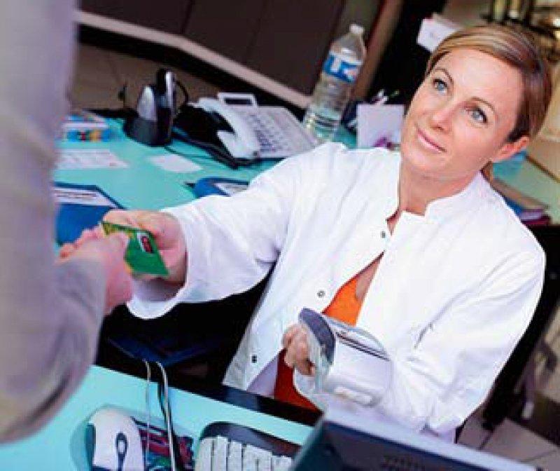 Für Berufsanfängerinnen gibt es ab 2014 einen Stundenlohn von mindestens zehn Euro. Foto: Your Photo Today