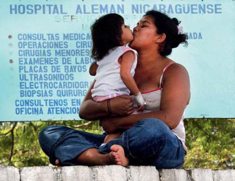 """Das Hospital Alemán- Nicaragüense (HAN) in Managua wurde 1985 als Solidaritätsprojekt der DDR gegründet. Der Förderkreis """"Freunde des HAN / Solidaritätsdienst International e.V."""" unterstützt das Krankenhaus bis heute und vermittelt auch Ärzte, Medizinstudenten und Pflegepersonal für freiwillige Einsätze."""