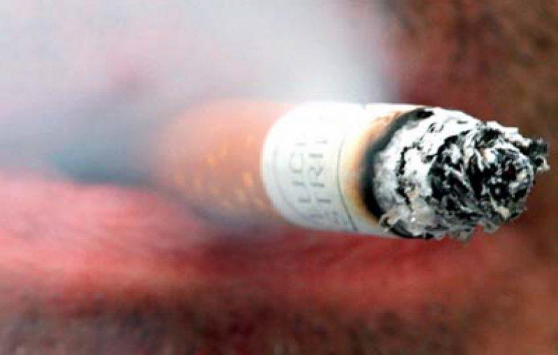 Kostentreiber: Für einen Raucher mussten im Gesundheitswesen 2008 etwa 700 Euro mehr ausgegeben werden als für einen Nichtraucher. Foto: dpa