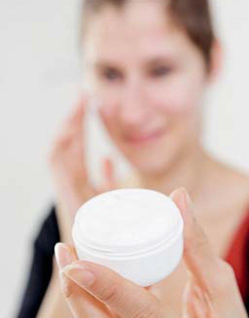 Creme mit hormoneller Wirkung: Fast ein Drittel der Kosmetika ist betroffen. Foto: dpa