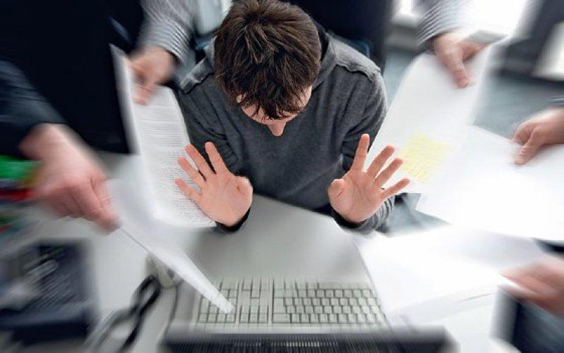 Besonders jüngere Mitarbeiter greifen bei zu hoher Arbeitsbelastung zu Neuroenhancern. Foto: dpa