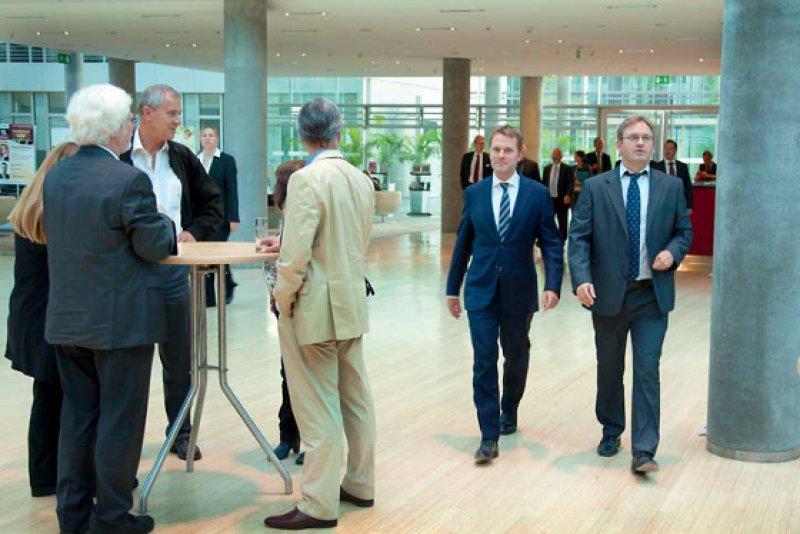 Zu Gast im Ärztehaus: In Düsseldorf erwarteten knapp 100 Ärztinnen und Ärzte Bundesgesundheitsminister Daniel Bahr. Foto: Lajos Jardai