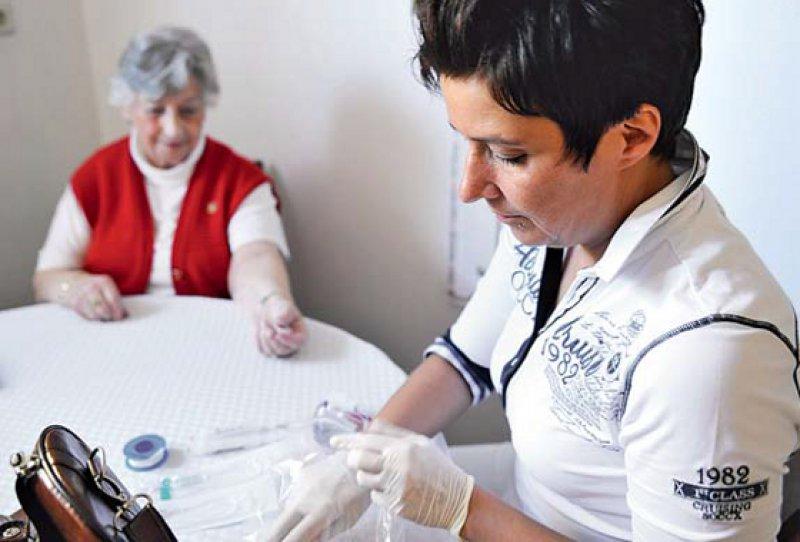 Entlastung für Ärzte: Qualifizierte Praxismitarbeiter werden im ambulanten Bereich immer wichtiger. Foto: picture alliance