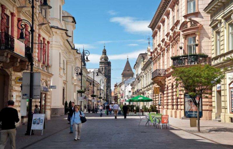 Alte Pracht: In den 1990er Jahren ließ der damalige Bürgermeister, Rudolf Schuster, die Altstadt von Košice komplett renovieren. Von der zweitgrößten Stadt Sloweniens aus ist es nicht mehr weit bis zur ukrainischen Grenze. Foto: picture alliance